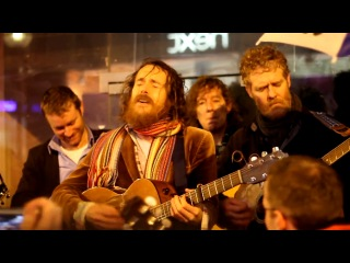 Damien Rice & Glen Hansard - Cannonball  (Busking on Grafton St, Christmas Eve)